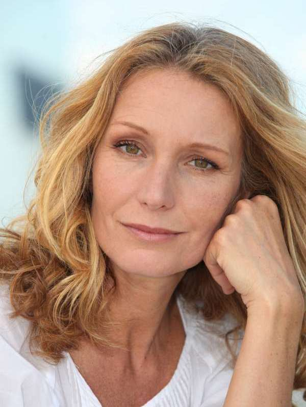 Best Hairstyles for Women over 50 | DMAZ